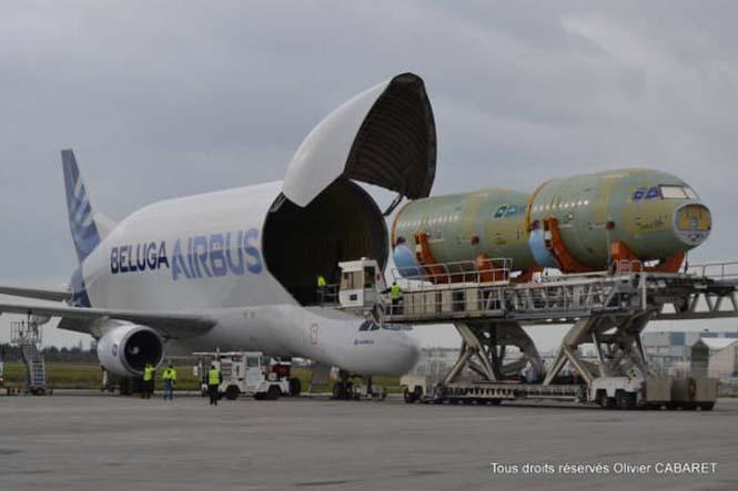 Το γιγάντιο αεροσκάφος που χρησιμοποιείται για να μεταφέρει άλλα αεροπλάνα (6)