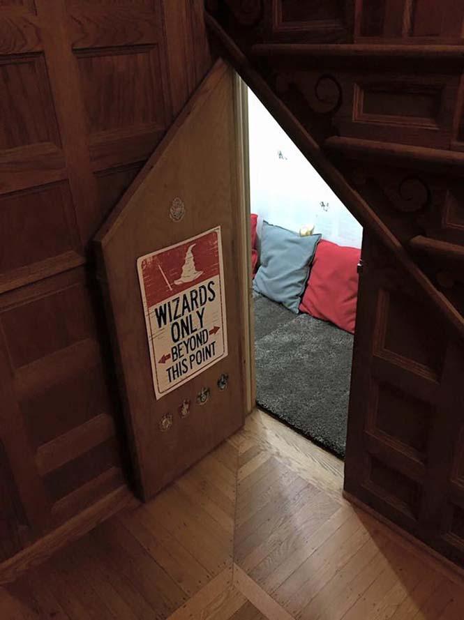 Μαμά μετέτρεψε μικρό χώρο κάτω από την σκάλα σε δωμάτιο Harry Potter (2)