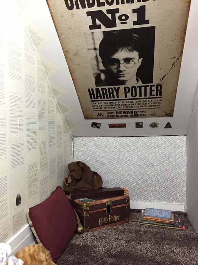 Μαμά μετέτρεψε μικρό χώρο κάτω από την σκάλα σε δωμάτιο Harry Potter (5)