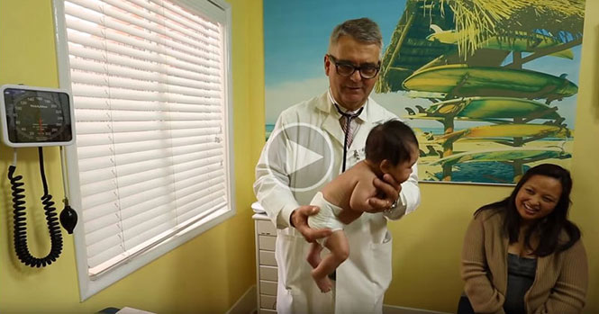 Παιδίατρος με πείρα 30 ετών δείχνει πως να ηρεμήσεις ένα μωρό που κλαίει σε ελάχιστα δευτερόλεπτα