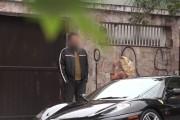 Πως αντιδρούν οι άνδρες όταν τους φλερτάρει μια βραζιλιάνα με Ferrari;