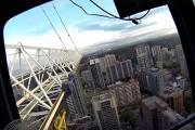 Πως είναι να σκαρφαλώνεις και να χειρίζεσαι έναν γερανό οικοδομής