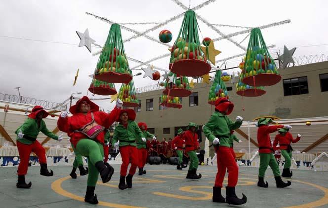 Πως γιορτάζουν τα Χριστούγεννα οι κρατούμενοι μιας φυλακής στο Περού (2)