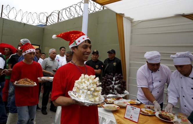 Πως γιορτάζουν τα Χριστούγεννα οι κρατούμενοι μιας φυλακής στο Περού (3)