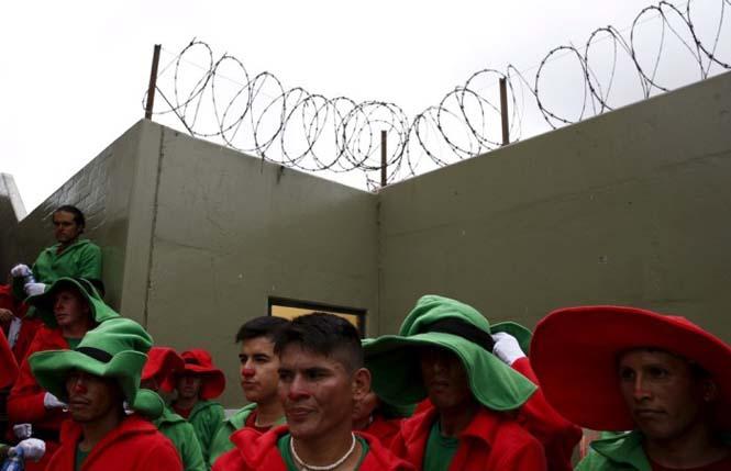 Πως γιορτάζουν τα Χριστούγεννα οι κρατούμενοι μιας φυλακής στο Περού (4)