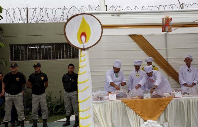 Πως γιορτάζουν τα Χριστούγεννα οι κρατούμενοι μιας φυλακής στο Περού (5)