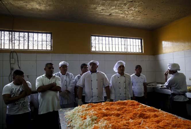Πως γιορτάζουν τα Χριστούγεννα οι κρατούμενοι μιας φυλακής στο Περού (10)