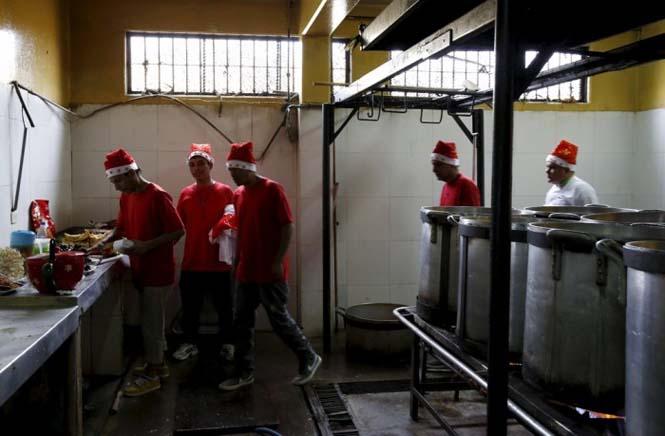 Πως γιορτάζουν τα Χριστούγεννα οι κρατούμενοι μιας φυλακής στο Περού (11)
