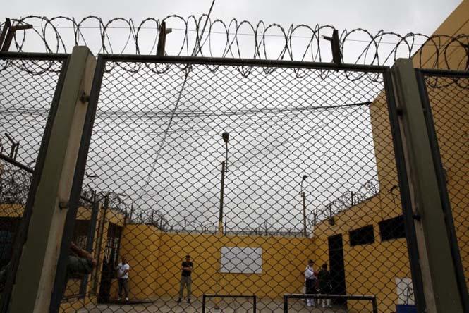 Πως γιορτάζουν τα Χριστούγεννα οι κρατούμενοι μιας φυλακής στο Περού (13)