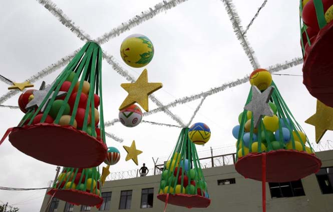 Πως γιορτάζουν τα Χριστούγεννα οι κρατούμενοι μιας φυλακής στο Περού (14)