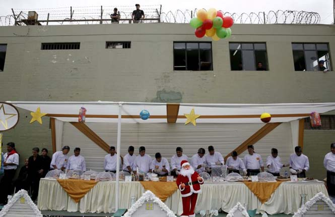 Πως γιορτάζουν τα Χριστούγεννα οι κρατούμενοι μιας φυλακής στο Περού (16)