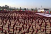 Συγχρονισμένη εκπαίδευση πολεμικών τεχνών με χιλιάδες μαθητές