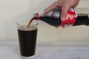 Τι θα συμβεί αν ρίξεις χλωρίνη μέσα σε Coca Cola