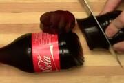 Αυτό το απίστευτο κόλπο με ένα μπουκάλι Coca Cola θα τρελάνει τους φίλους σας