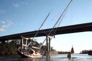 Δείτε τον απίστευτο τρόπο που ένα ιστιοφόρο ύψους 25 μέτρων περνάει κάτω από μια πολύ χαμηλότερη γέφυρα
