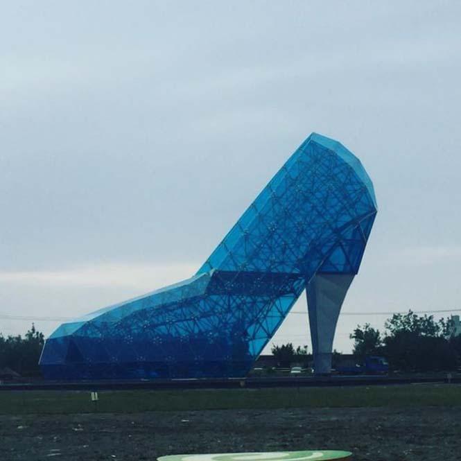 Αυτή η εκκλησία στην Ταϊβάν σχεδιάστηκε σε σχήμα παπουτσιού για έναν περίεργο λόγο (2)