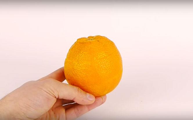 Έξυπνος τρόπος για να ξεφλουδίσετε ένα πορτοκάλι