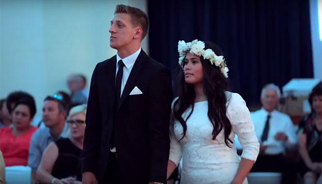 Έχετε δει τόσο έντονο χορό Haka σε γάμο;