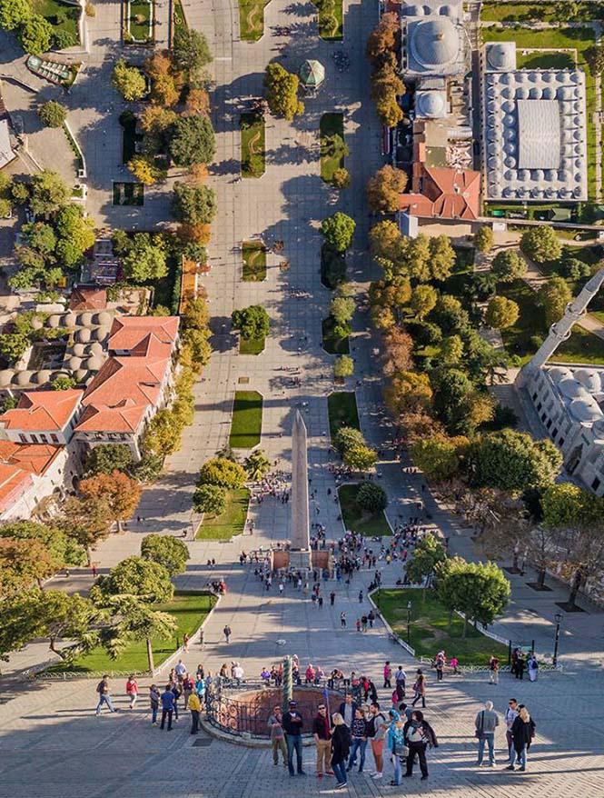 Καλλιτέχνης μετατρέπει φωτογραφίες της Κωνσταντινούπολης σε τοπία βγαλμένα από το Inception (3)