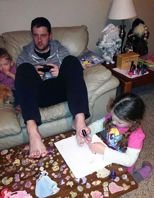 Μπαμπάδες που άφησαν τις κόρες τους να τους κάνουν όμορφους (2)