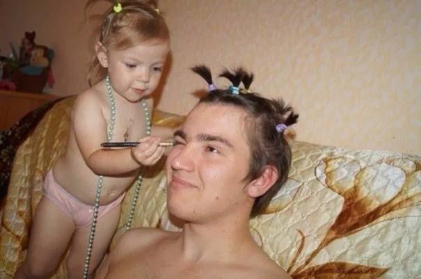 Μπαμπάδες που άφησαν τις κόρες τους να τους κάνουν όμορφους (6)