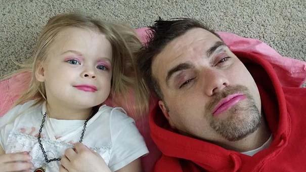 Μπαμπάδες που άφησαν τις κόρες τους να τους κάνουν όμορφους (11)