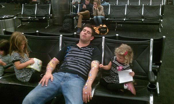Μπαμπάδες που άφησαν τις κόρες τους να τους κάνουν όμορφους (24)