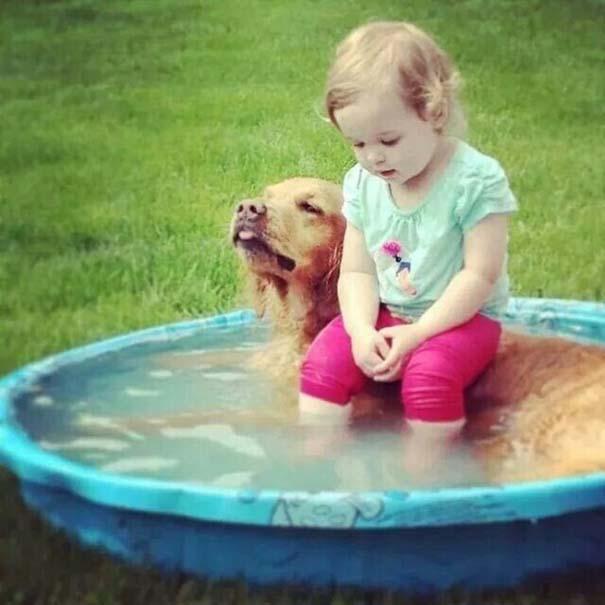 Μωρά και σκύλοι σε αξιολάτρευτες φωτογραφίες (5)