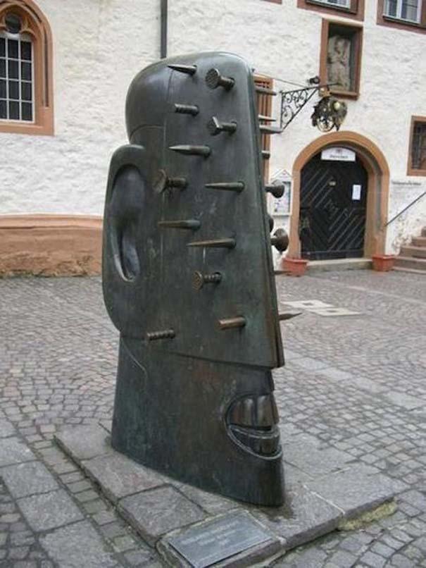 Παράξενα γλυπτά & αγάλματα #17 (1)