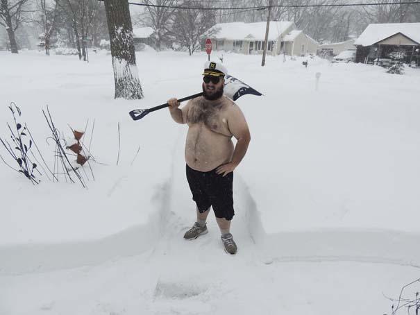 Φωτογραφίες που καταγράφουν την τρομακτική χιονοθύελλα που πλήττει τις ανατολικές ακτές των ΗΠΑ (15)
