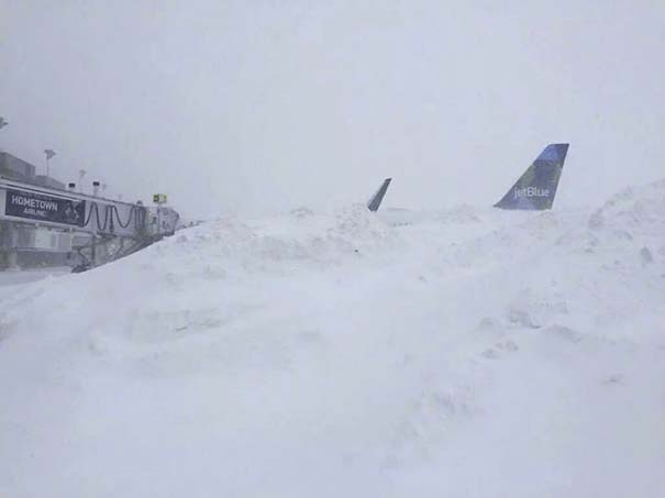 Φωτογραφίες που καταγράφουν την τρομακτική χιονοθύελλα που πλήττει τις ανατολικές ακτές των ΗΠΑ (19)