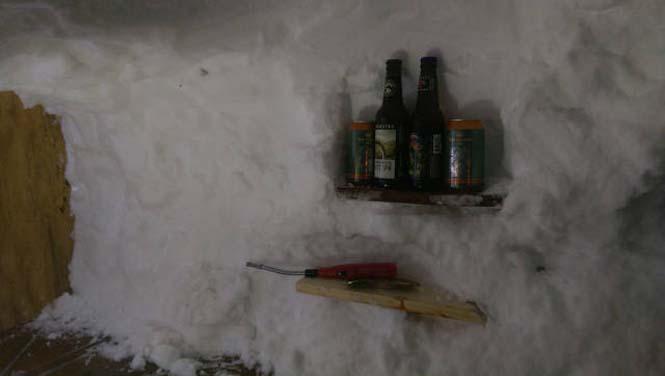 Η χιονοθύελλα του έδωσε την ευκαιρία να φτιάξει ένα Igloo στην αυλή του (5)