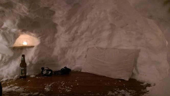 Η χιονοθύελλα του έδωσε την ευκαιρία να φτιάξει ένα Igloo στην αυλή του (11)