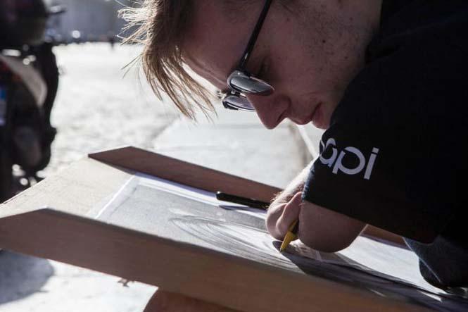 Ο άνδρας χωρίς χέρια που ζωγραφίζει ρεαλιστικά έργα τέχνης (10)