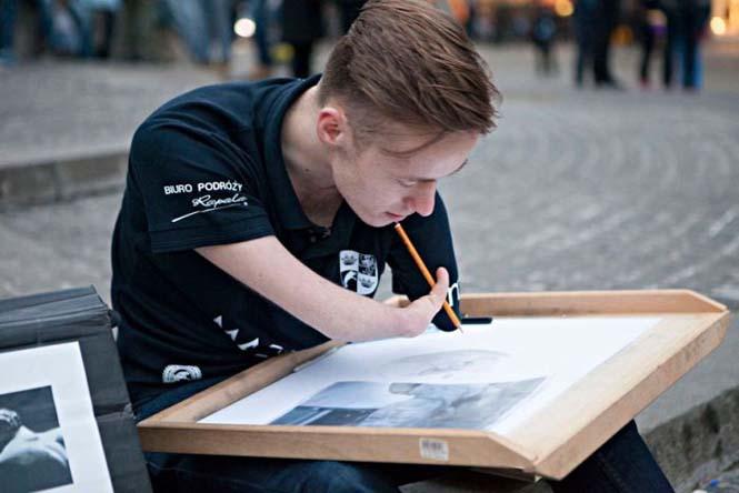 Ο άνδρας χωρίς χέρια που ζωγραφίζει ρεαλιστικά έργα τέχνης (11)