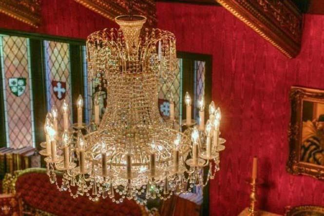 Αυτό το σπίτι κρύβει ένα κάστρο στο εσωτερικό του (3)