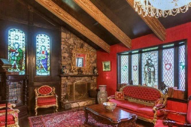 Αυτό το σπίτι κρύβει ένα κάστρο στο εσωτερικό του (8)