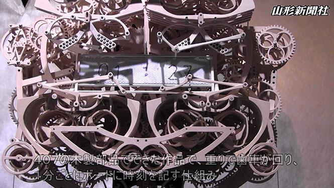 Γιαπωνέζικο ρολόι που γράφει «χειρόγραφα» την ώρα