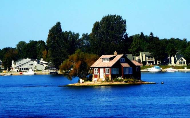 Το νησάκι που χωράει μόνο ένα σπίτι (1)