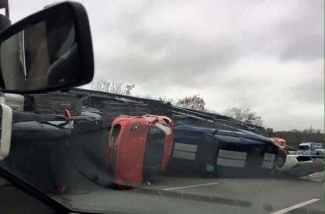 Νταλίκα που μετέφερε 9 supercars ανετράπη (3)
