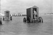 Αυτές οι παράξενες κατασκευές χρησιμοποιούνταν κάποτε στην παραλία (1)