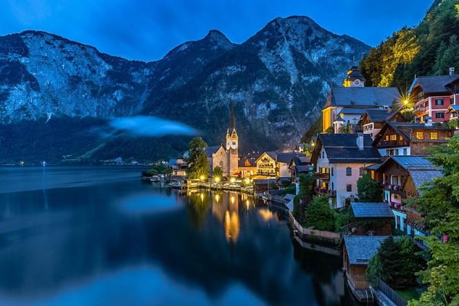 Όταν νυχτώνει στο μαγευτικό Hallstatt της Αυστρίας | Φωτογραφία της ημέρας