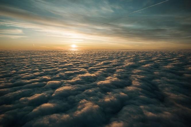 Μια θάλασσα από σύννεφα μέχρι εκεί που φτάνει το μάτι | Φωτογραφία της ημέρας