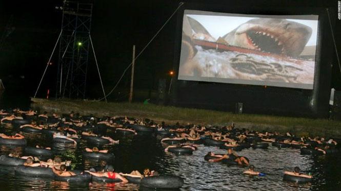 Ο καλύτερος τρόπος για να παρακολουθήσεις τα «Σαγόνια του Καρχαρία» | Φωτογραφία της ημέρας