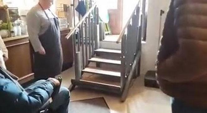Σκάλα για άτομα με αναπηρικό αμαξίδιο