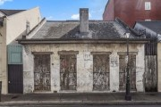 Σπίτι 200 ετών μοιάζει ερείπιο αλλά το εσωτερικό του θα σας αφήσει με το στόμα ανοιχτό (1)