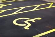 Βάφοντας μια θέση parking για ΑΜΕΑ