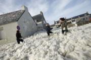 Ένα χωριό της Γαλλίας καλύφθηκε από αφρό (1)