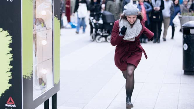 Αν τρέξεις αρκετά γρήγορα, αυτή η διαφημιστική εγκατάσταση σου ξεκλειδώνει ένα δωρεάν ζευγάρι παπούτσια (2)