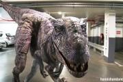 Δεινόσαυρος σπέρνει τον τρόμο σε υπόγειο parking